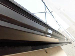 軒樋塗装  刷毛で塗装することで表面がツルッとし輝きが増します