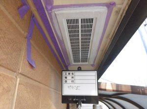 軒裏空気口塗装  ローラー及び刷毛にて塗装