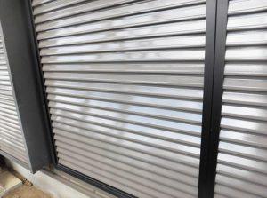 雨戸塗装  ローラー及び刷毛、または低圧温風機にて吹付塗装
